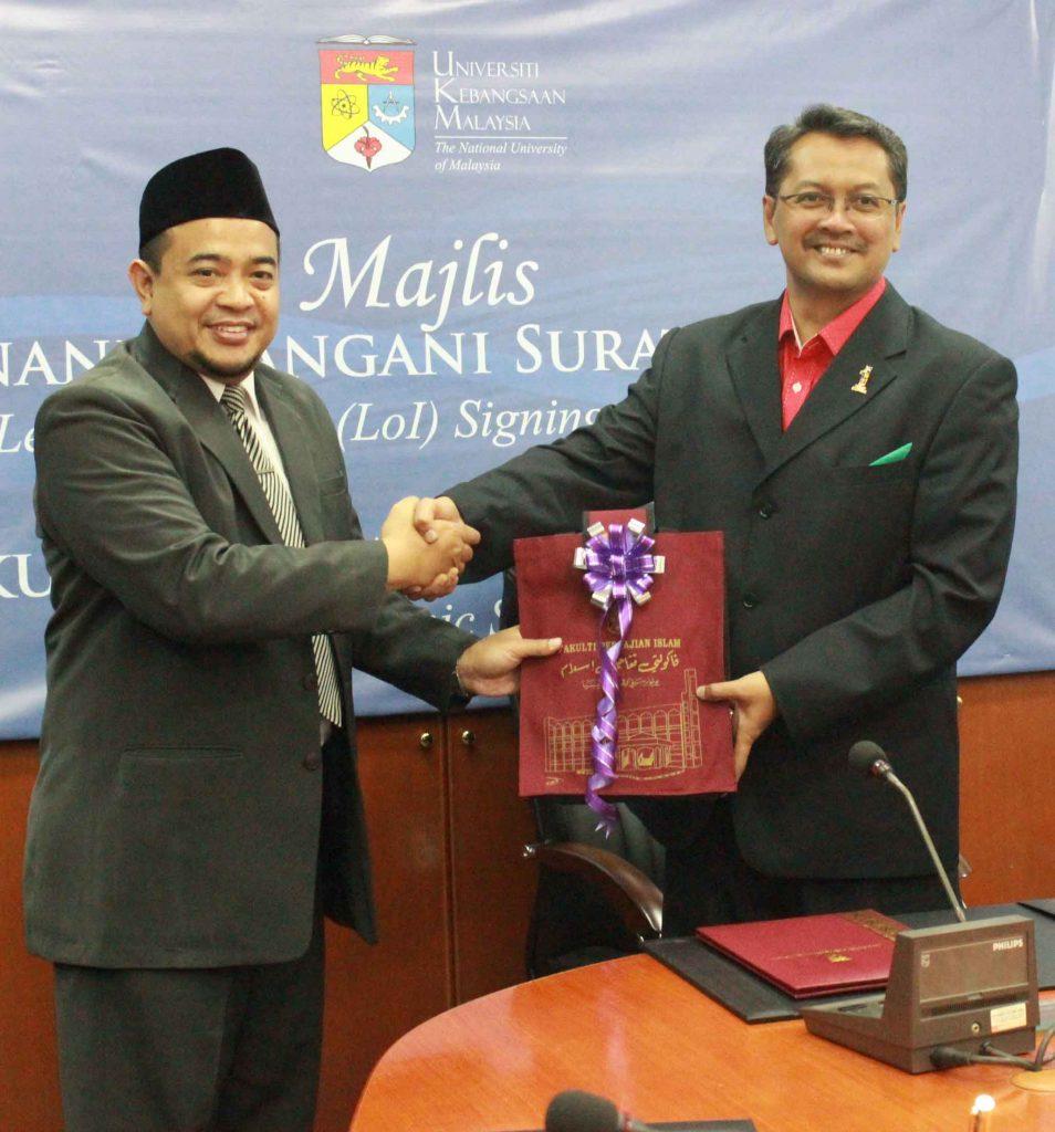Rektor-dengan-salah-satu-kepala-Fakulti-pengajian-islam-malaysia