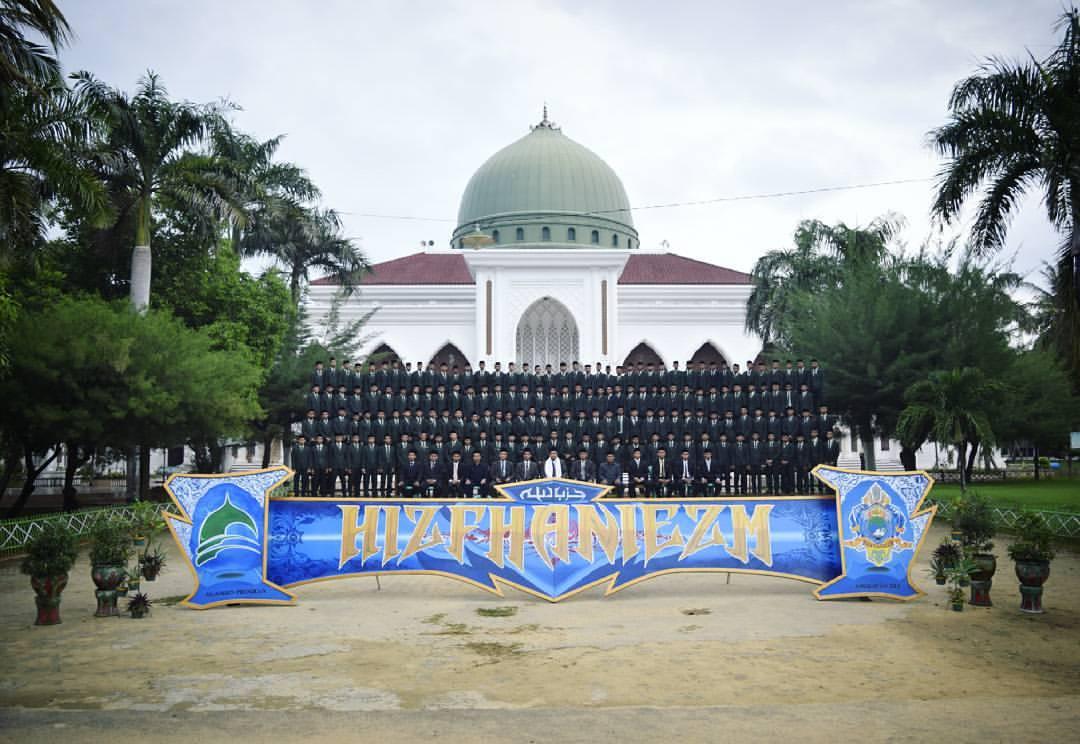 Santri Kelas VI TMI Al-Amien Prenduan