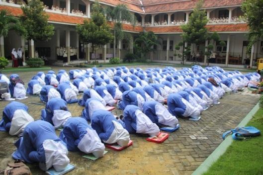 Sujud Syukur Kelas VI TMI Al-Amien Prenduan